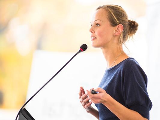 esiintymiskoulutus englanniksi public speaking